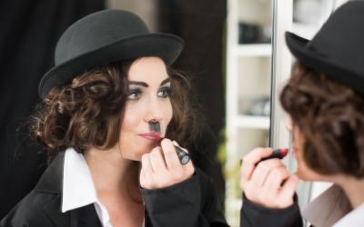 Charlie Chaplin Shooting, Model: Katharina Edinger